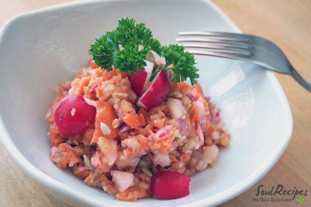 Apfel-Radieschen-Salat mit Emmentaler
